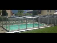 Pool mit Abdeckung