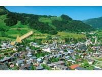 Lage direkt neben Hahnenkamm-Bergbahn