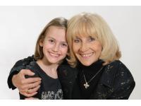 Enkelin Fotos mit Oma