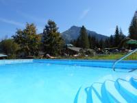 Pool im großen Garten: geheizt von Mai bis Oktober