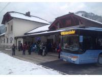 Skibus am Bahnhof Hinterstoder