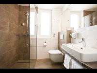neu renovierte Badezimmer mit Walk-In Dusche (barrierefrei)