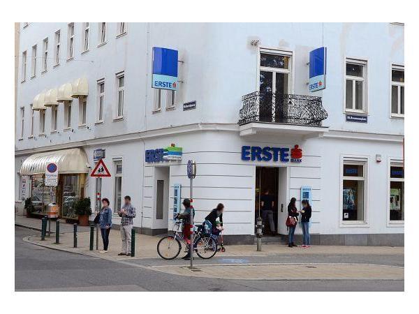 Erste Bank Filiale Reumannplatz In 1100 Wien Heroldat