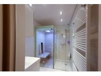 Badewanne raus und Dusche mit Infrarotkabine barrierefrei rein