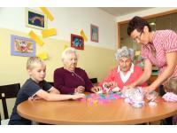 Seniorenbetreuung: Die Welt in unser Haus - unser Haus in die Welt tragen!