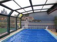 ROLAL Schiebesysteme und Poolüberdachung
