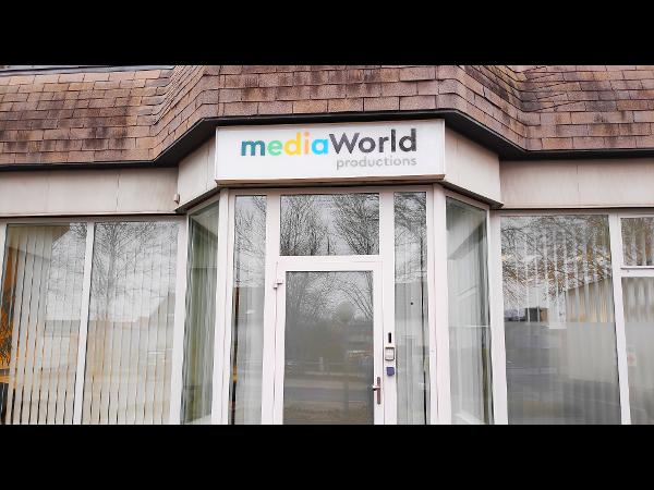 mediaWorld Eingangsbereich