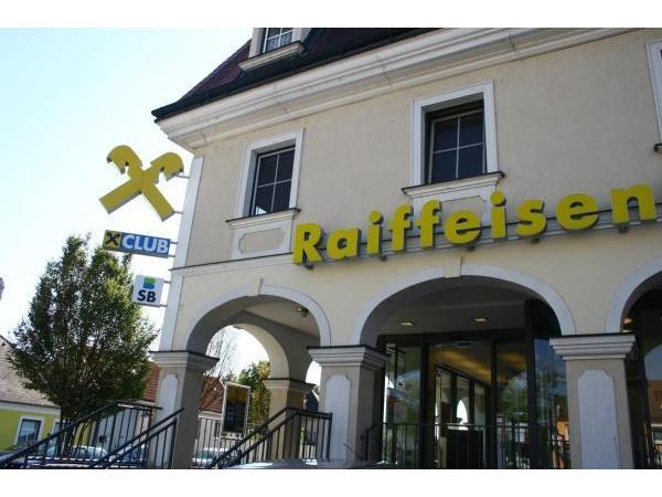 Vorschau - Foto 1 von Raiffeisen Regionalbank Mödling eGen - Bankstelle Laxenburg