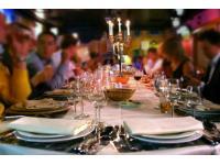 Verleih von: Glas Porzellan Besteck Möbel Wäsche uvm...