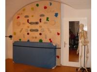 massgeschneiderte Kippboulderwand für Therapiepraxis