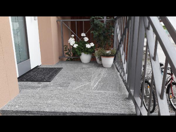 Bodenplatten aus Taifun grey