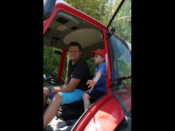 Vorschau - Bauer Christian beim Heu einbringen