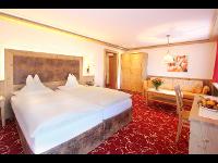 Luxus Zimmer im Tiroler Stil | ****Parkhotel Seefeld, Tirol, Österreich