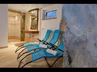 Wellnessbereich  mit Sauna und Erlebnisdusche