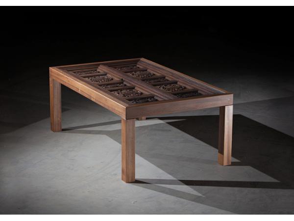 Möbeldesign - ausziehbarer Designtisch aus indischem Portal