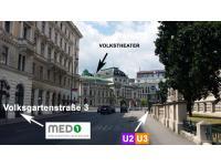 Direkt gegenüber von dem Justizpalast und der U2 und U3 Station Volkstheater