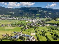 Das Anwesen im Vordergrund mit Blick zum Stadtzentrum von Radstadt
