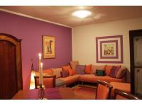 Wohnzimmer mit Sitzecke/Schlafcoach für 2 Personen