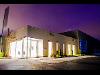 Das Firmengebäude bei Nacht