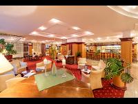 Hotellobby mit Bar