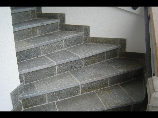 wunderschöne Stufen aus Gneis