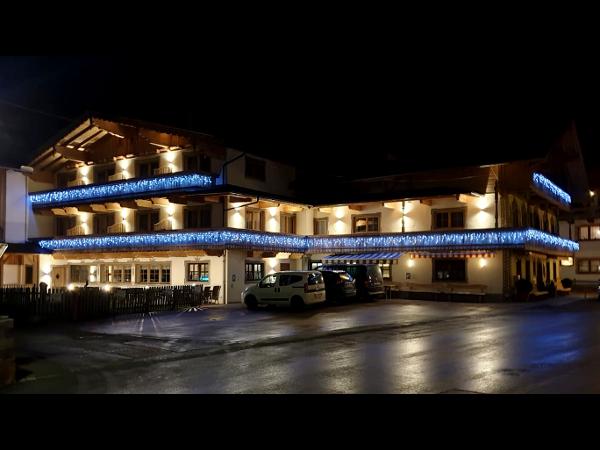 Vorschau - Hausansicht bei Nacht - Bachmayerhof All-Inclusive Zillertal