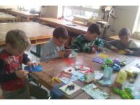 Beim KREATIVTREFF in Bad Gastein, sind alle eifrig am gestalten und hoch konzentriert :)