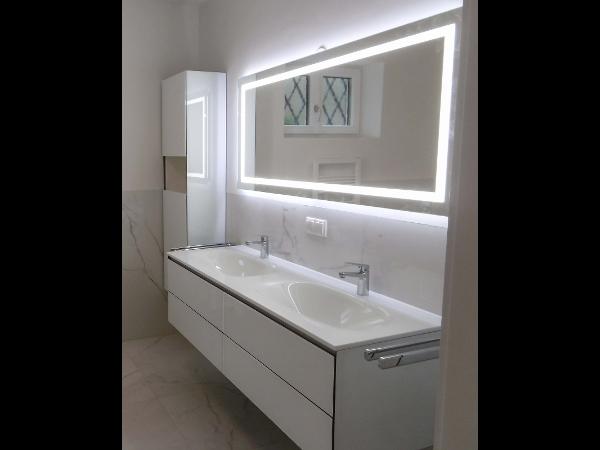 Vorschau - ein Blickfang - der beleuchtete Spiegelschrank