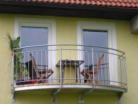 Nirosta-Balkongeländer samt Unterkonstruktion