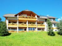 Haus Löger Sommer Südansicht mit Balkonen