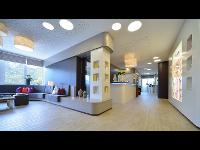 Warte-Lounge und Rezeption