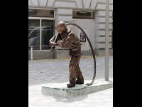 Lebensgroßer Bronze Feuerwehrmann