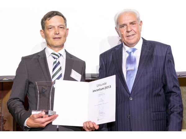 Vorschau - Patentpreis Inventum in Silber verliehen vom  Präsidenten des Österreichischen Patentamts Dr. Friedrich Rödler