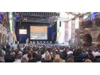 Podiumsdiskussion Diskussionsrunde beschallen, Konferenztechnik, Seminartechnik und Rednerpult mieten, UV Fluter mieten sowie Stehtische mieten