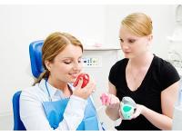 Wir bieten auch Behandlungen mit Lachgas an.