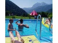 Unser Schwimmbad mit Blick zum Wilden Kaiser