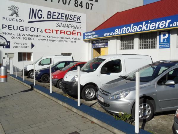 Werkstatt und Kundenparkplatz