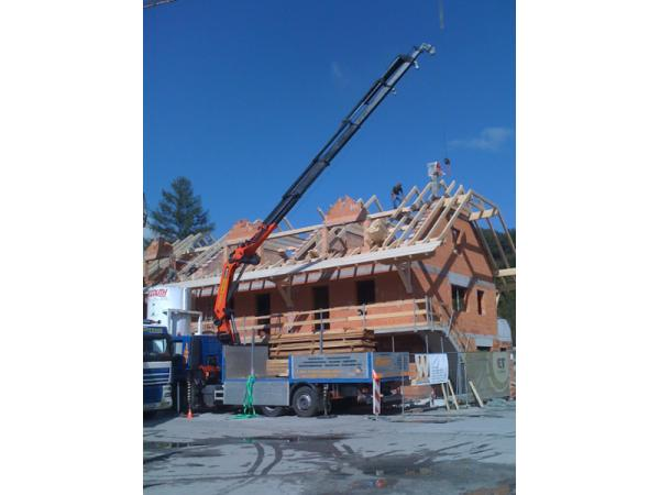 Dachstuhlmontage bei Neubau