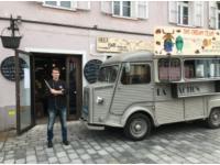Die Beef Bar mit unserem Oldtimer Bus