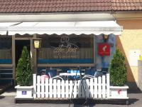 Cafe Doris