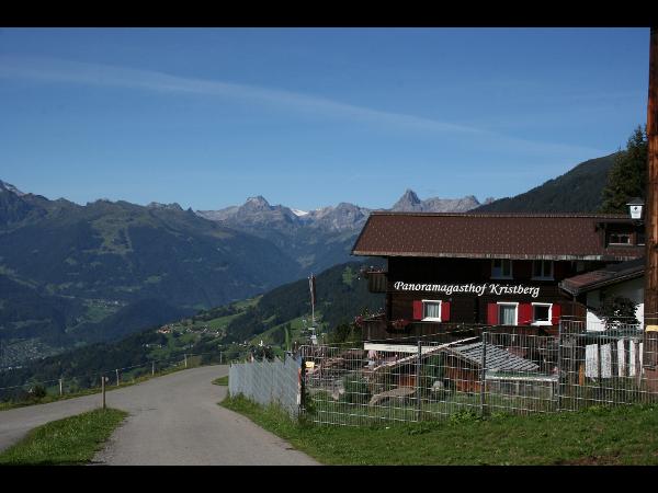 Panoramagasthof Kristberg mit der Rätikongebirgsgruppe