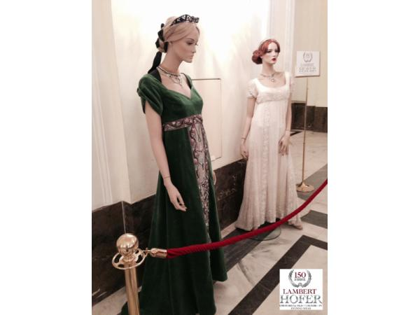 Vorschau - Empire Kleid smaragdgrün und ivory - Verleih und Maßanfertigungen