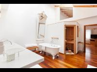 Captain-Suite mit freistehender Badewann und Sauna