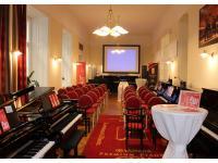 Klavierhaus Förstl - grosser Schauraum bei Veranstaltung