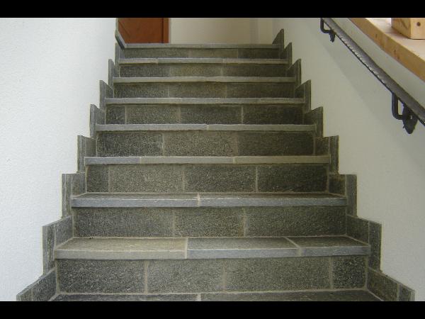 Gneis Stufen- und Sockelplatten