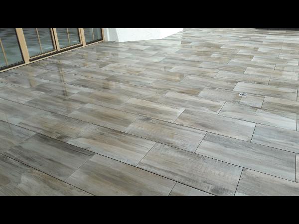 2 cm Keramikplatten mit extremer Oberflächenhärte für den Außenbereich