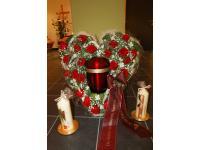 Urnen, Kerzen und Blumen