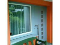 Tür-Fenster-Kombination