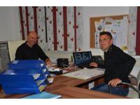 Die Chefs bei der Büroarbeit