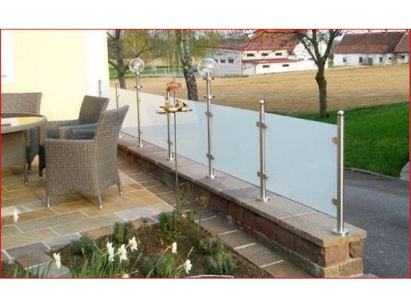 Wind- Sichtschutz aus Edelstahl und Glas
